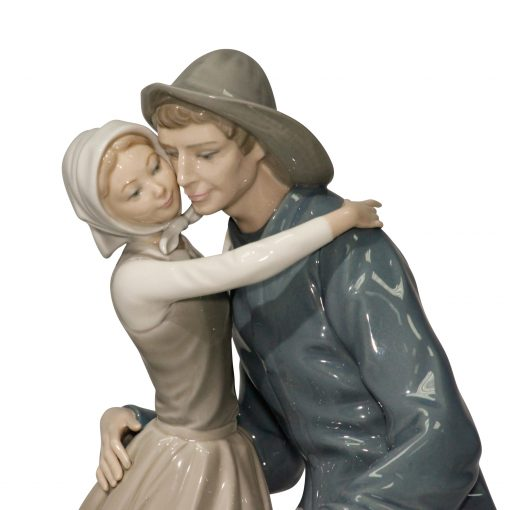 The Kiss 4888 - Lladro Figurine