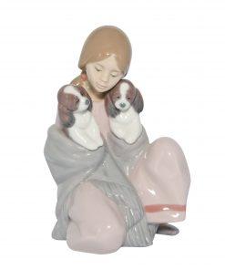 Snuggle Up 01006226 - Lladro Figure