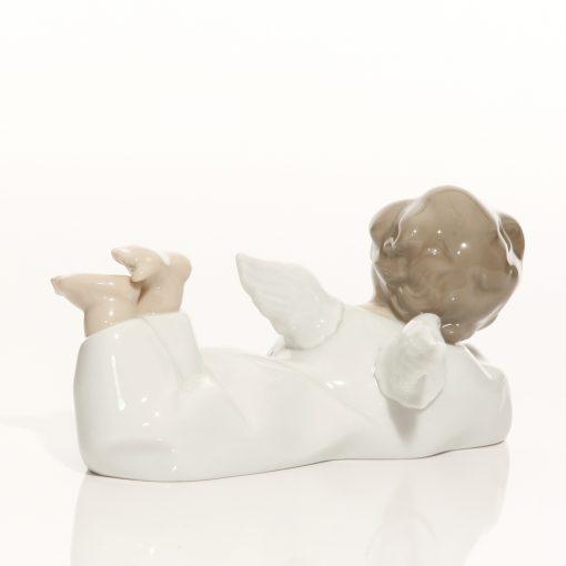 Angel Reclinging 4541 - Lladro Figure