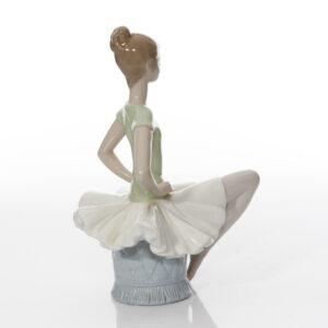 Laura Ballerina 1360 - Lladro Figure