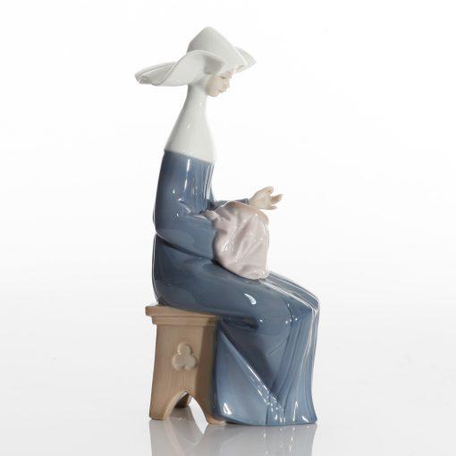Nun Time to Sew 5501 - Lladro Figure