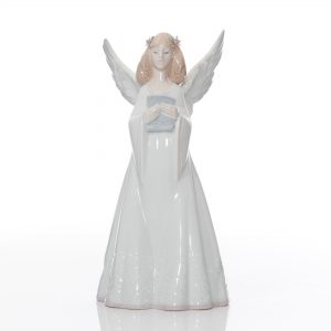 Rejoice Tree Topper 6321 - Lladro Figure