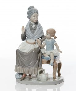 Visit with Granny 5305 - Lladro Figure