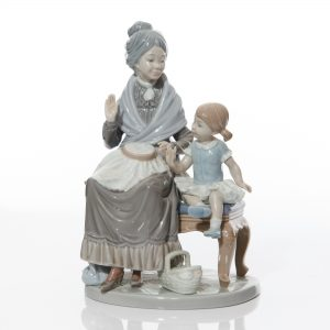 Visit with Granny 5305 - Lladro Figure